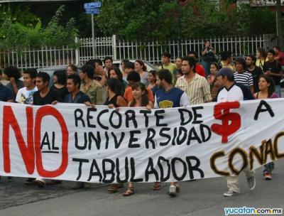 Los universitarios en Yucatán se manifiestan...