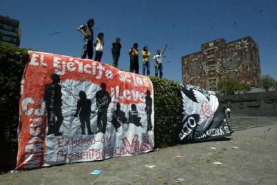"""Estudiantes exigen parar la """"guerra sin sentido"""""""