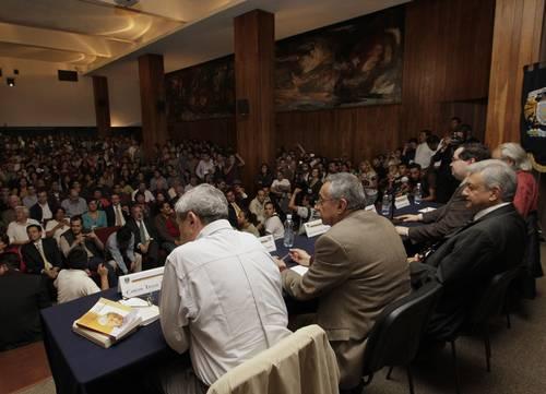 Poner la educación en el mercado fue un crimen de Carlos Salinas, sostiene AMLO