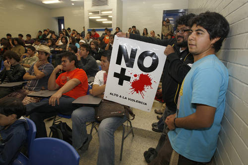 '¡Basta de sangre!' reclama al gobierno, no a los narcos: moneros