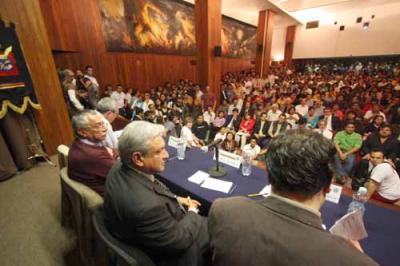 Reunión para organizar Morena en las universidades