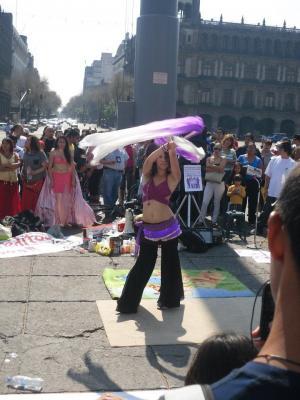 Campaña informativa de alumnos de universidades públicas en el Zócalo