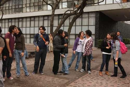 Un beso por la universidad pública, para defender la educación laica y universal