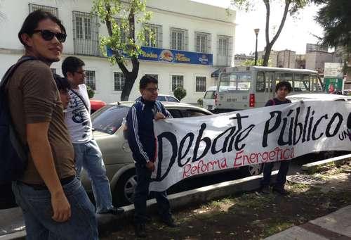 Universitarios piden al PRI debate sobre energéticos